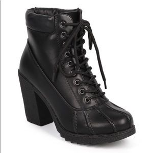 Shoes - Chunky heel duck booties